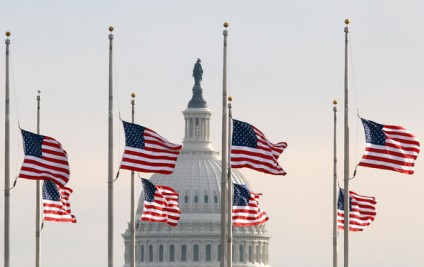 Flags+Half+Staff+Washington+After+Tucson+Shooting+w-77rngekU5l[1]